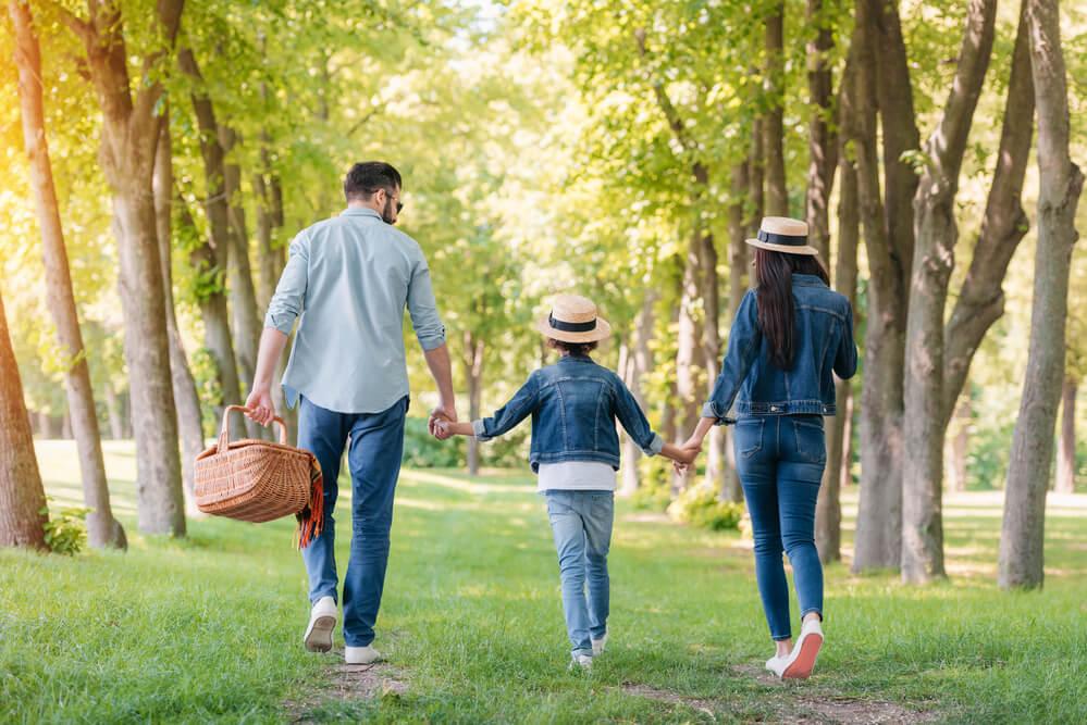 Kind mit seinen Eltern