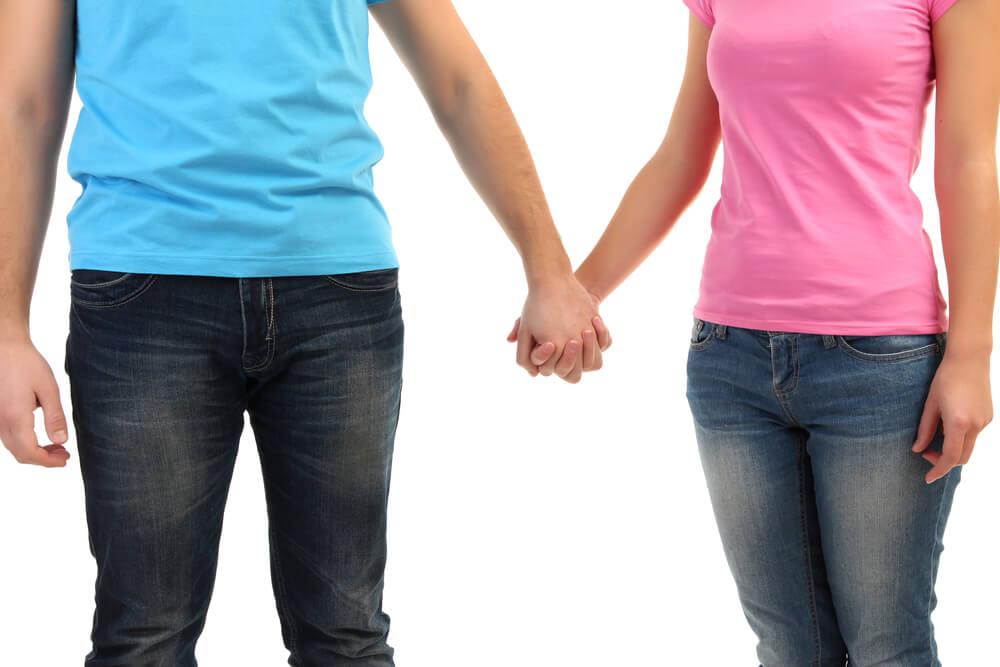Paar Händchenhalten