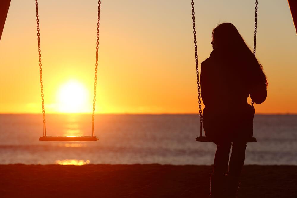 Traurige Frau alleine
